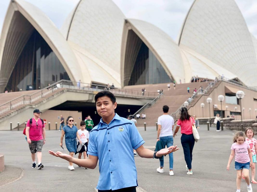 Viral Facebook post of one student from SMCC, he flew to Sydney just to take a toilet.